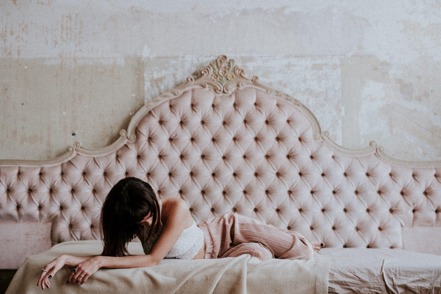Fine-Art-Portrait-Barock-Couch-rose
