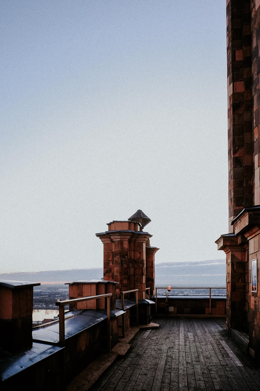 Eine Aussichtsplattform über der Stadt Riga